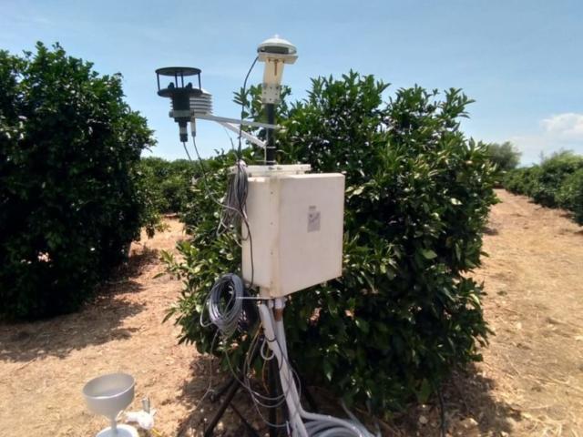"""Centralina di monitoraggio automatico per l'acquisizione dei parametri agrometeorologi nell'area studio """"Piana di Catania"""""""